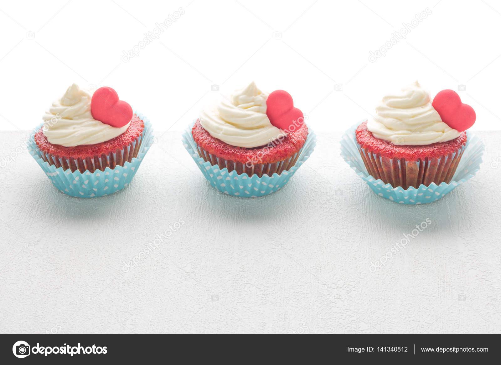 Herz Muffins Zum Valentinstag Stockfoto C Anamomarques 141340812