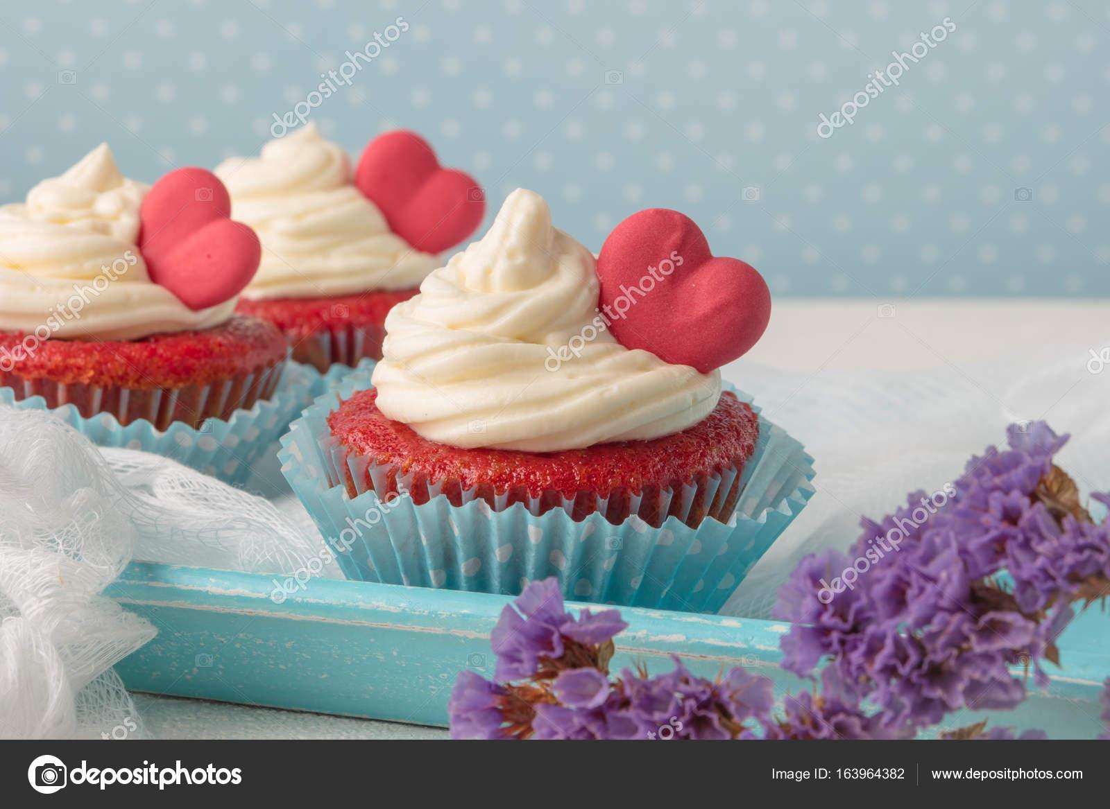 Herz Muffins Zum Valentinstag Stockfoto C Anamomarques 163964382