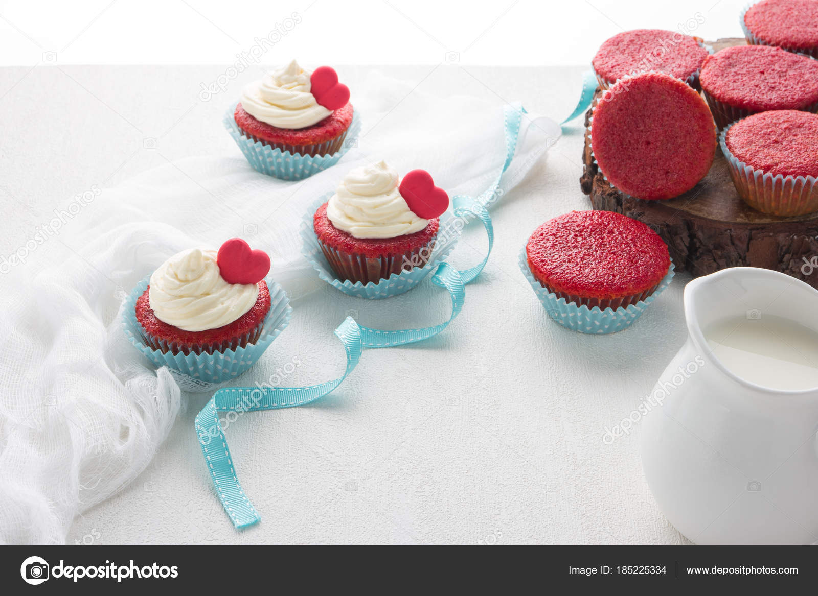 Herz Muffins Zum Valentinstag Stockfoto C Anamomarques 185225334