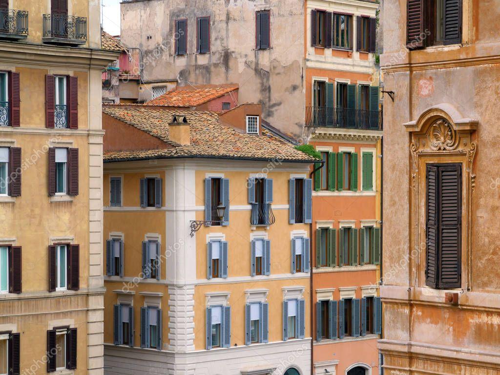 Case Tradizionali Italiane : Facciata di case tradizionali italiani u foto stock kzlobastov