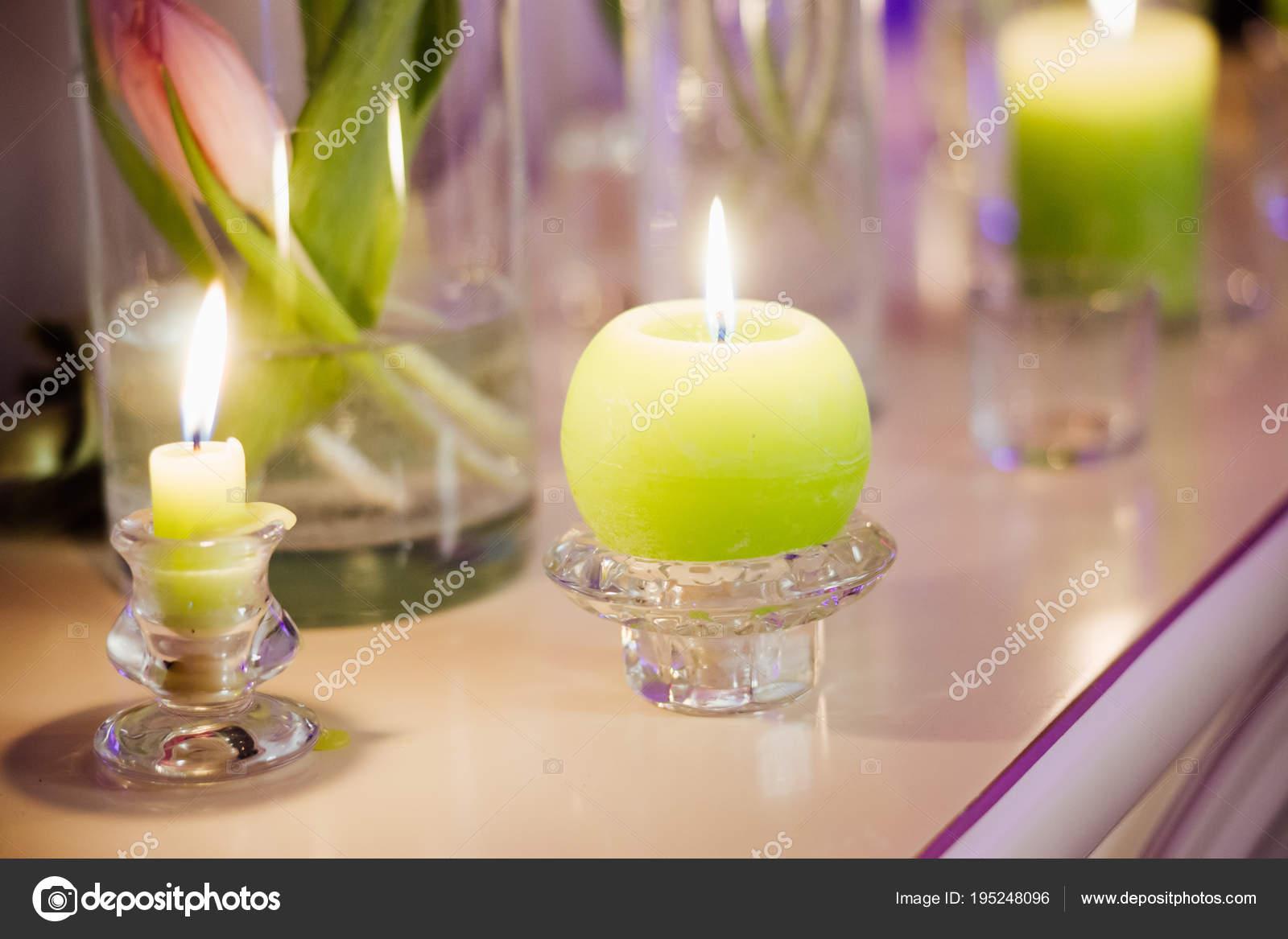 Detailni Foto Krasne Svatebni Dekorace Kvetinami Zelene Svicky Stole