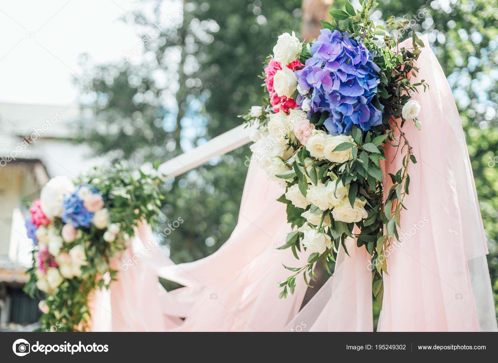 Fleurs Fraiches Belles Sur Table Pour Decoration Mariage