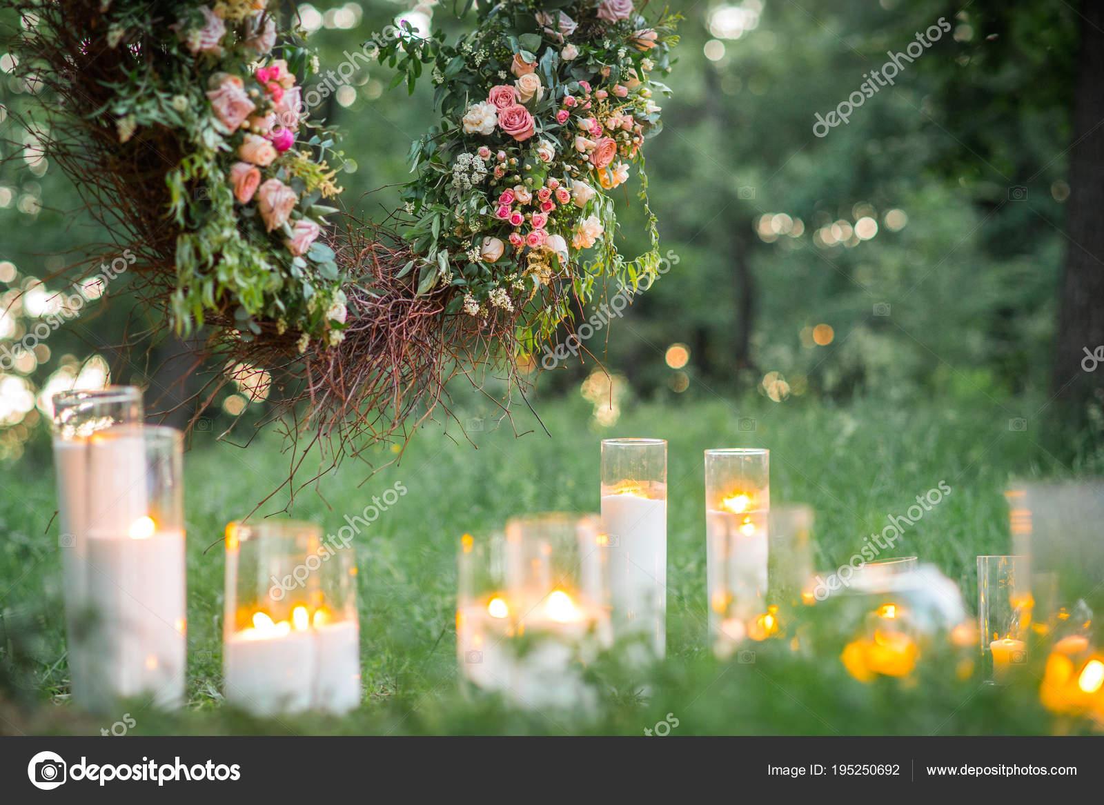 Detailni Foto Krasne Svatebni Dekorace Kvetinami Svickami Zelene