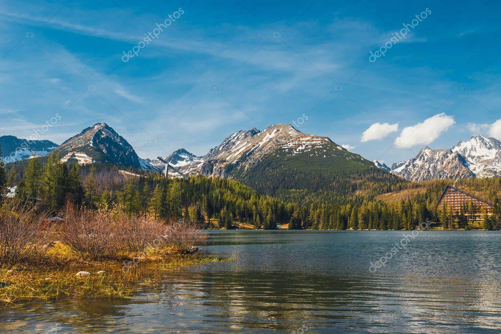 Фотообои Штрбске Плесо, красивое озеро в Татрах в Словакии