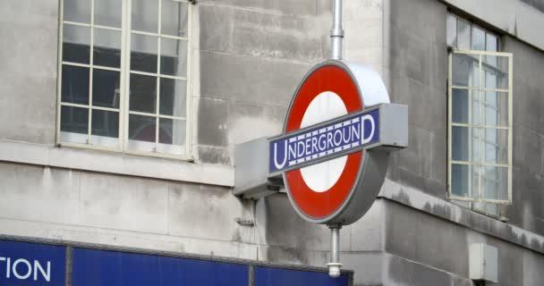 Ein Schuss von der London Underground Zeichen