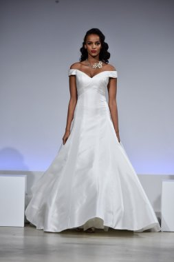 Anne Barge Fall 2017 Bridal collection show