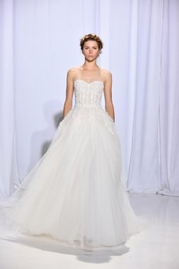 Reem Acra Fall 2017 Bridal collection