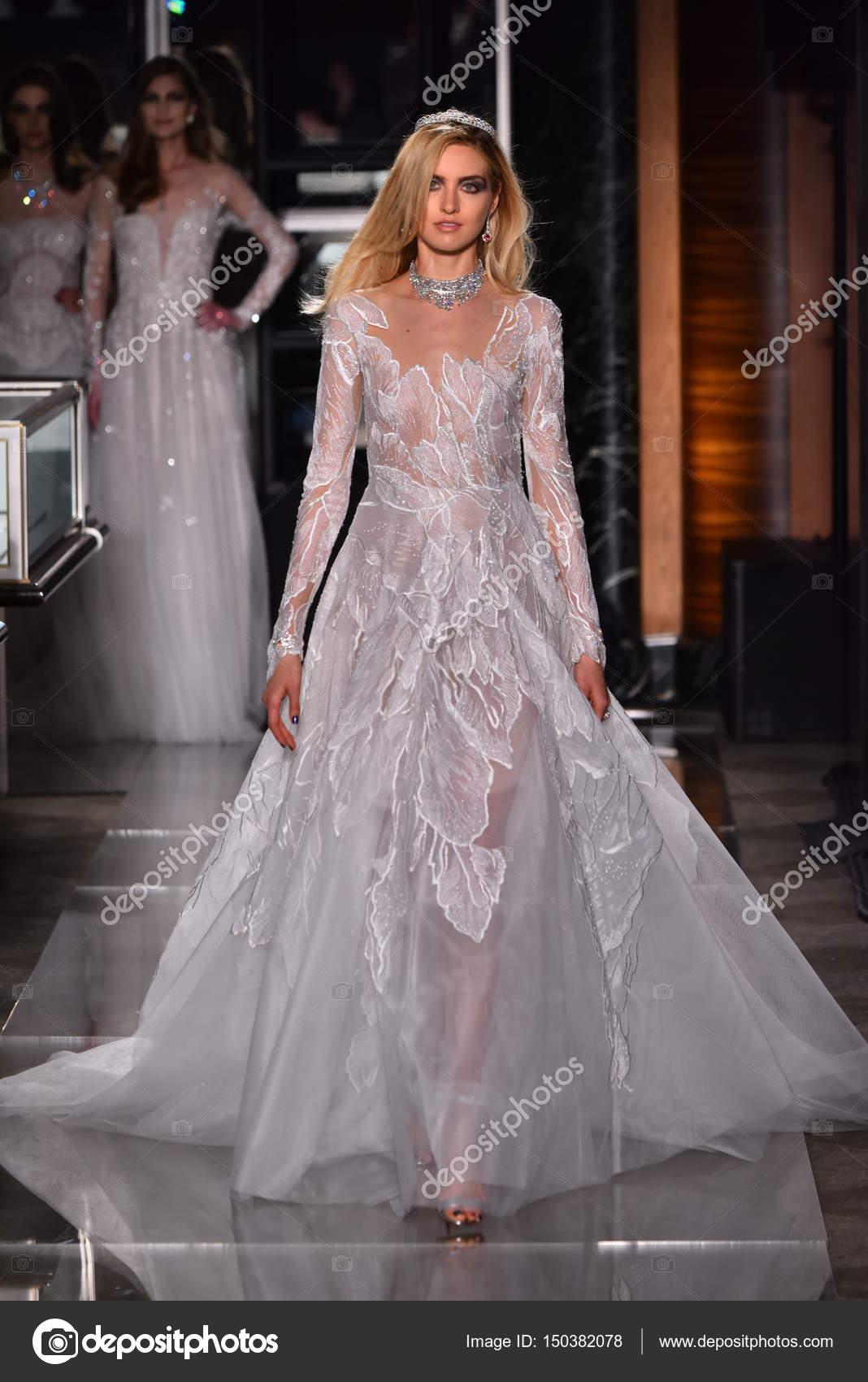 Reem Acra bei Tiffany & Co — Redaktionelles Stockfoto © fashionstock ...