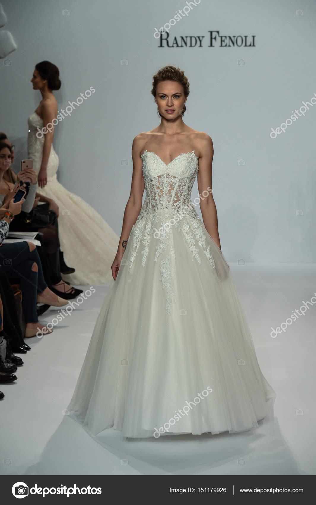 Voir La Randy Fenoli Bridal Photo éditoriale Fashionstock 151179926