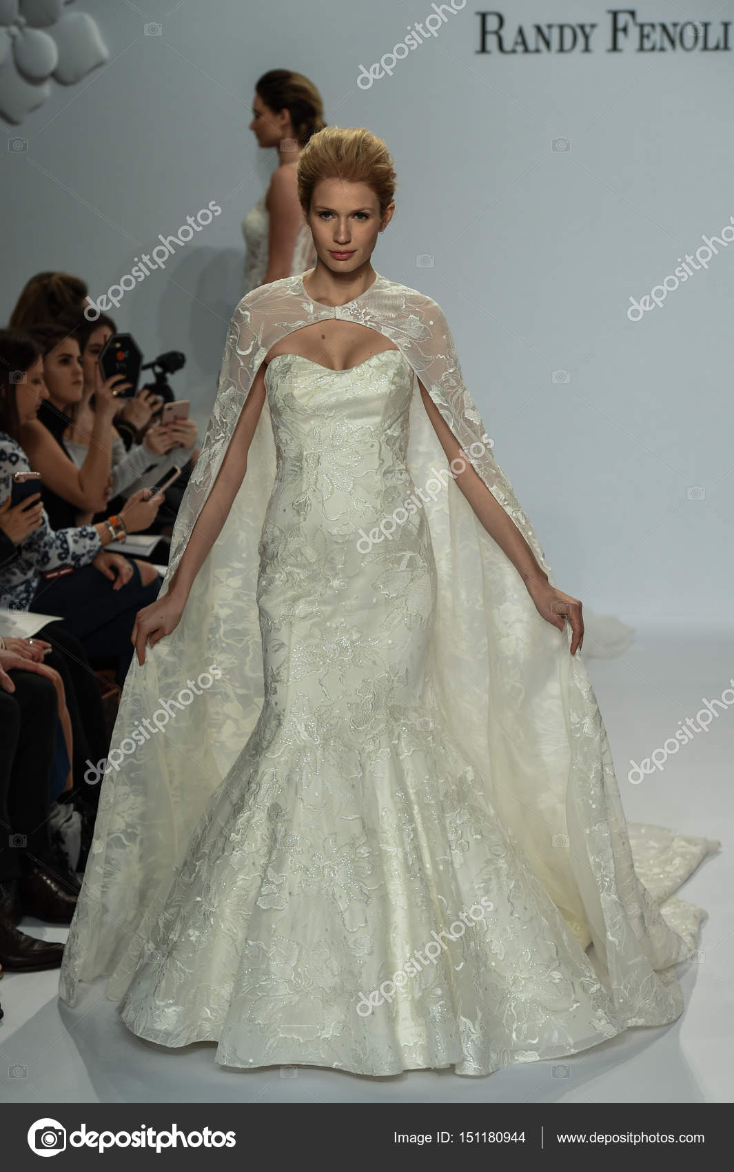 Voir La Randy Fenoli Bridal Photo éditoriale Fashionstock 151180944