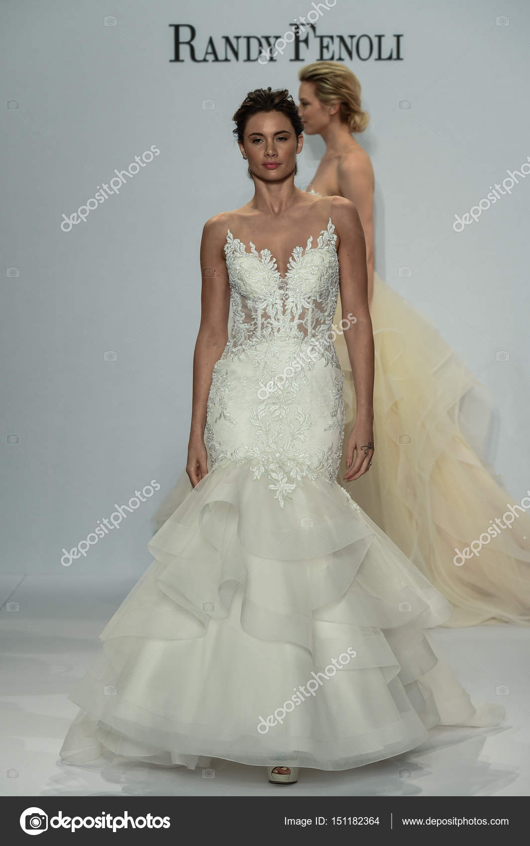 Voir La Randy Fenoli Bridal Photo éditoriale Fashionstock 151182364