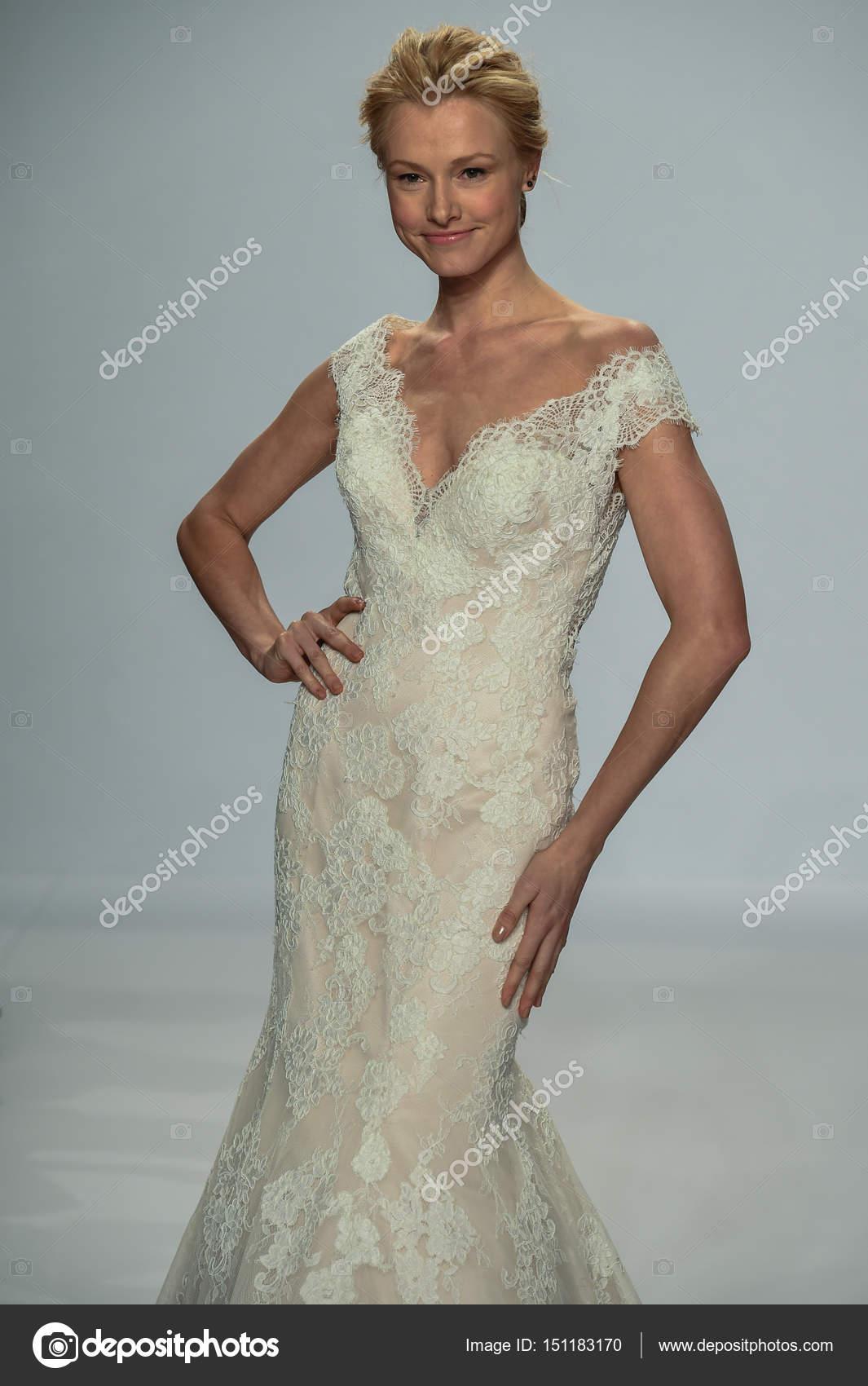Voir La Randy Fenoli Bridal Photo éditoriale Fashionstock 151183170