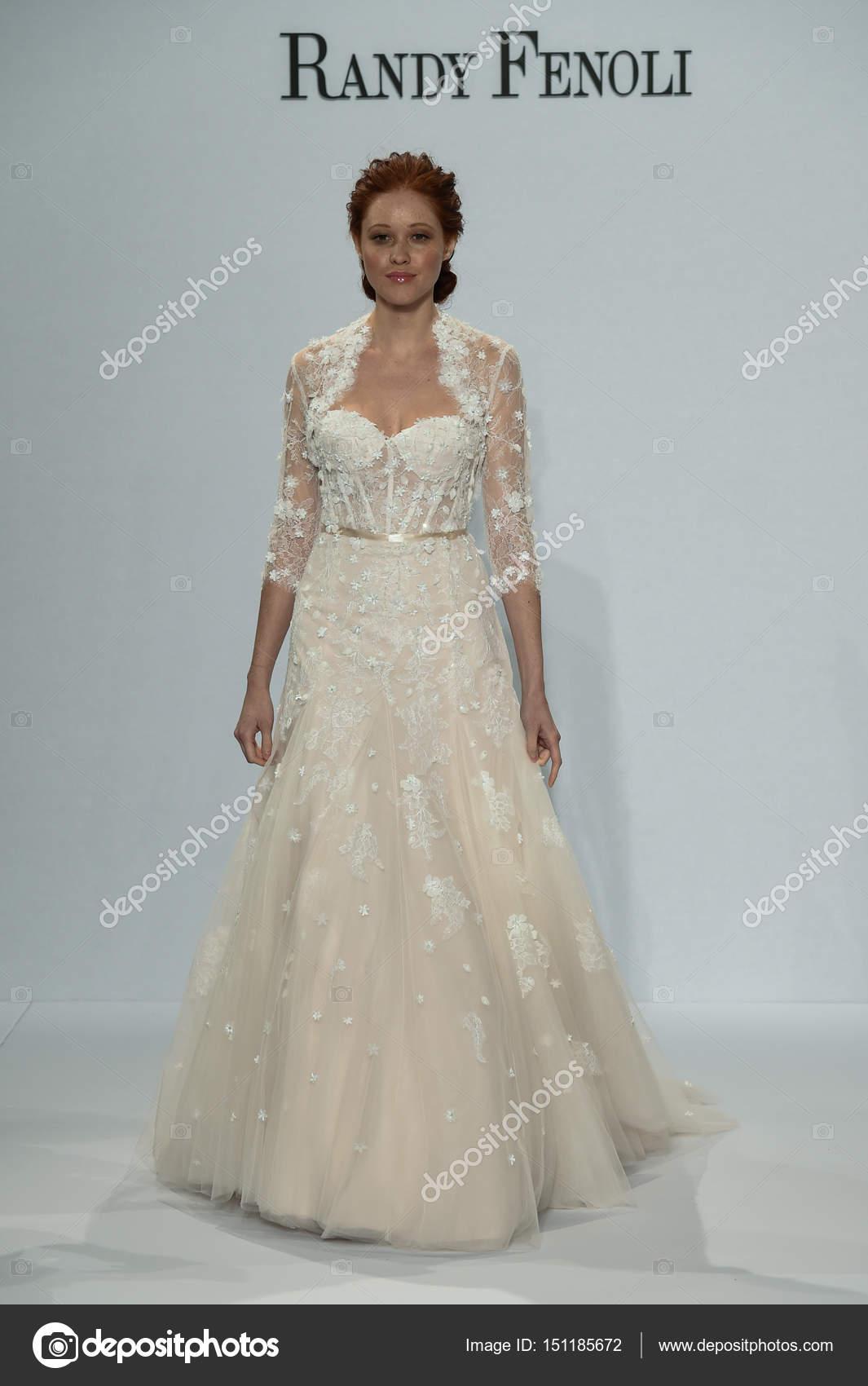 Voir La Randy Fenoli Bridal Photo éditoriale Fashionstock 151185672