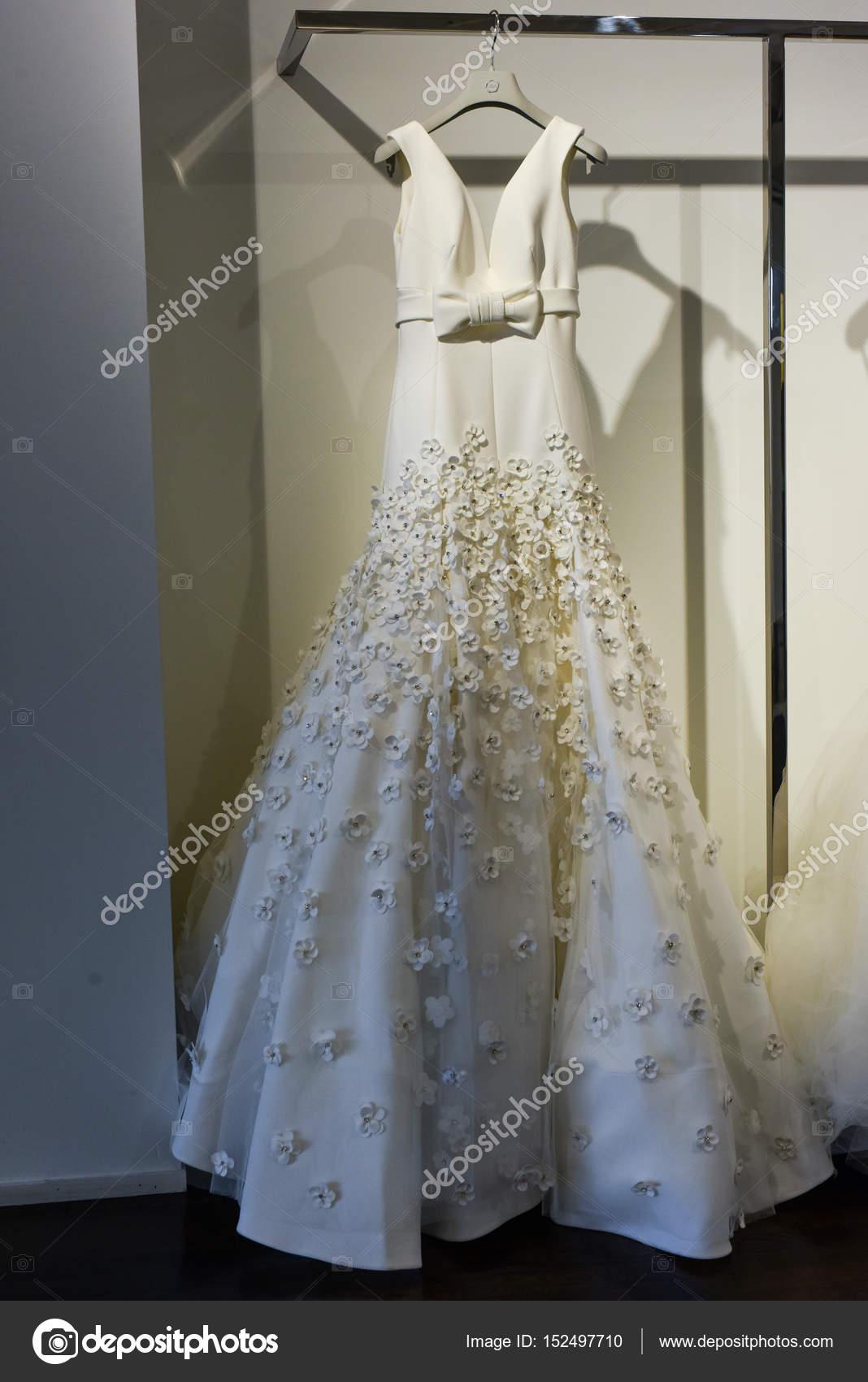 7c2dcbf70d6cc Abito da sposa durante la presentazione della collezione Viktor e ...
