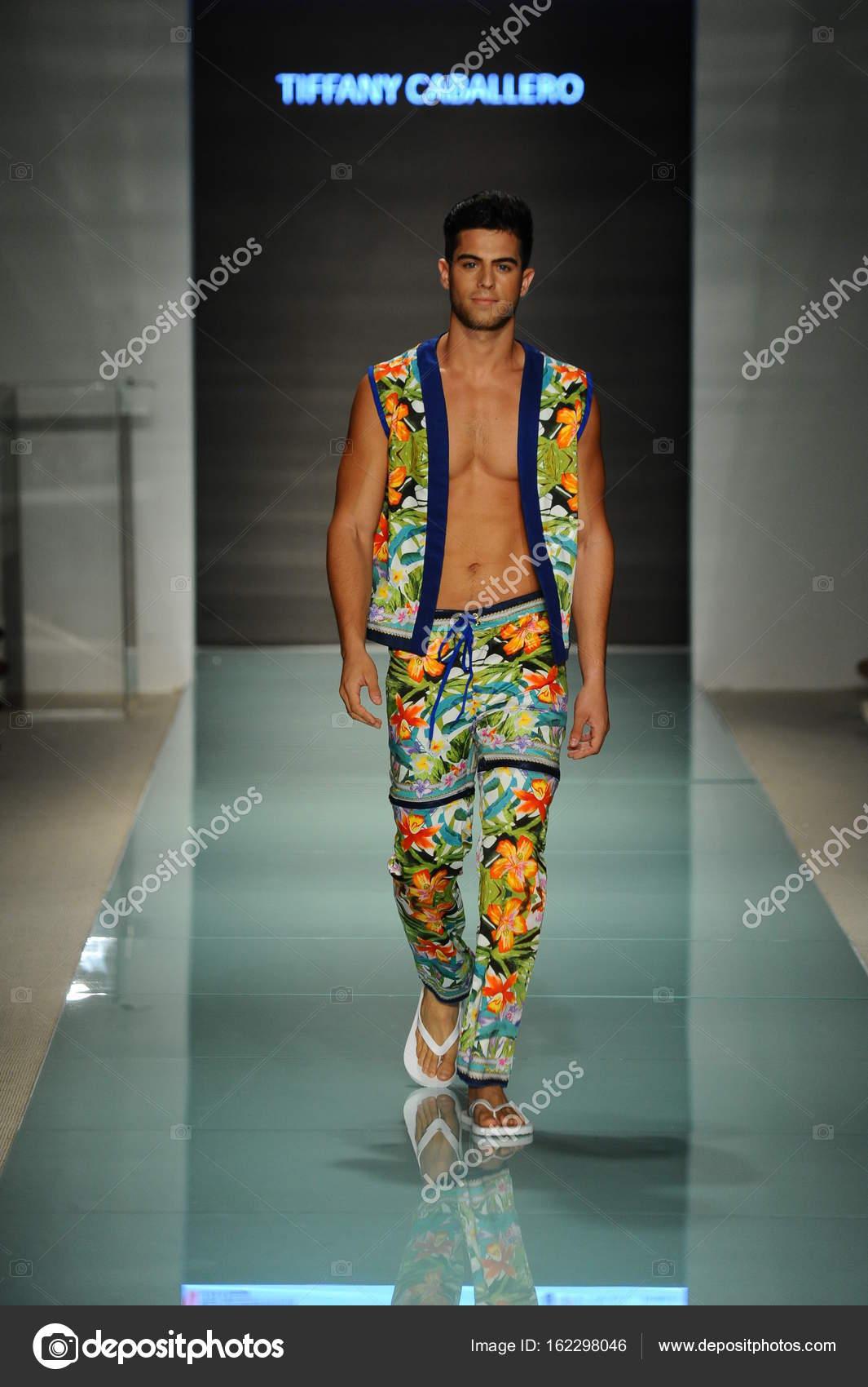 University Of Arts And Design Fashion Show Stock Editorial Photo C Fashionstock 162298046