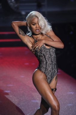 Teyana Taylor walks the runway at the Philipp Plein fashion show