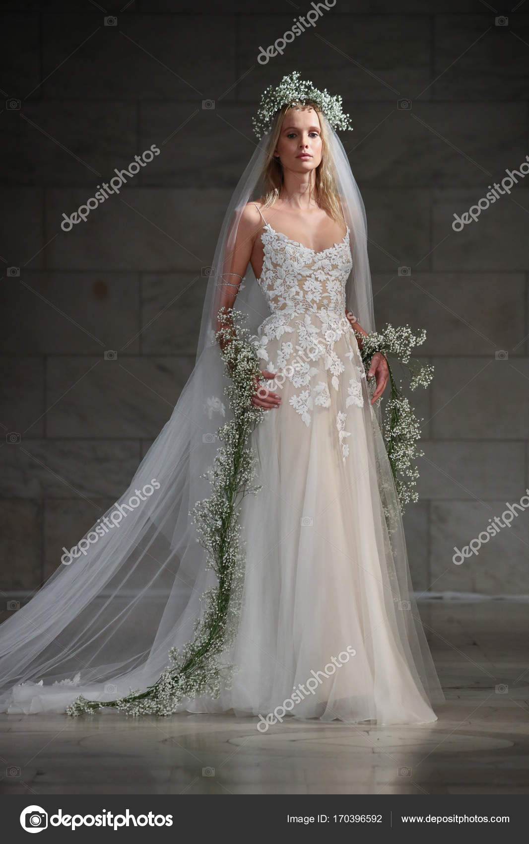 Reem acra bridal show stock editorial photo fashionstock 170396592 reem acra bridal show stock photo junglespirit