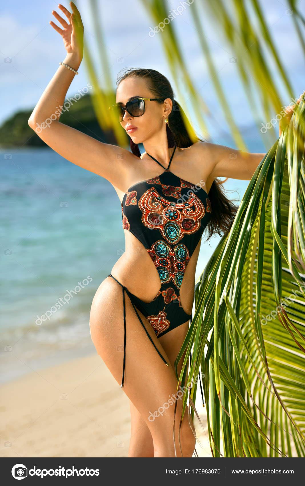 7d523d78fbdd Fotos: modelos en traje de baño en la playa | Impresionante Modelo ...