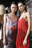 Milán, Itálie – 23. září: Modely jsou vidět zákulisí před Salvatore Ferragamo show během Milan Fashion Week jaro/léto 2018 na 23 září 2017 v Miláně, Itálie