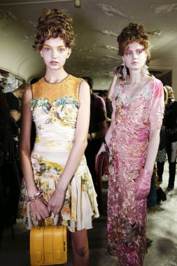 MILAN, ITALY - SEPTEMBER 23: Models are seen backstage ahead of the Antonio Marras show during Milan Fashion Week Spring/Summer 2018 on September 23, 2017 in Milan, Italy.