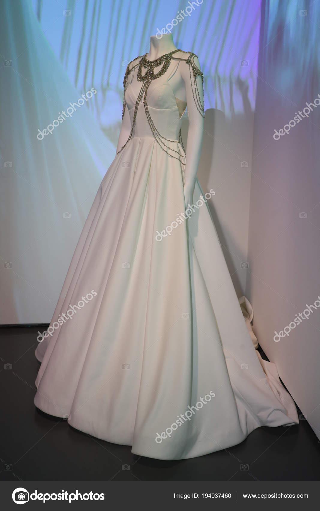 New York April Hochzeit Kleid Präsentation Während Der 2019 Rivini ...