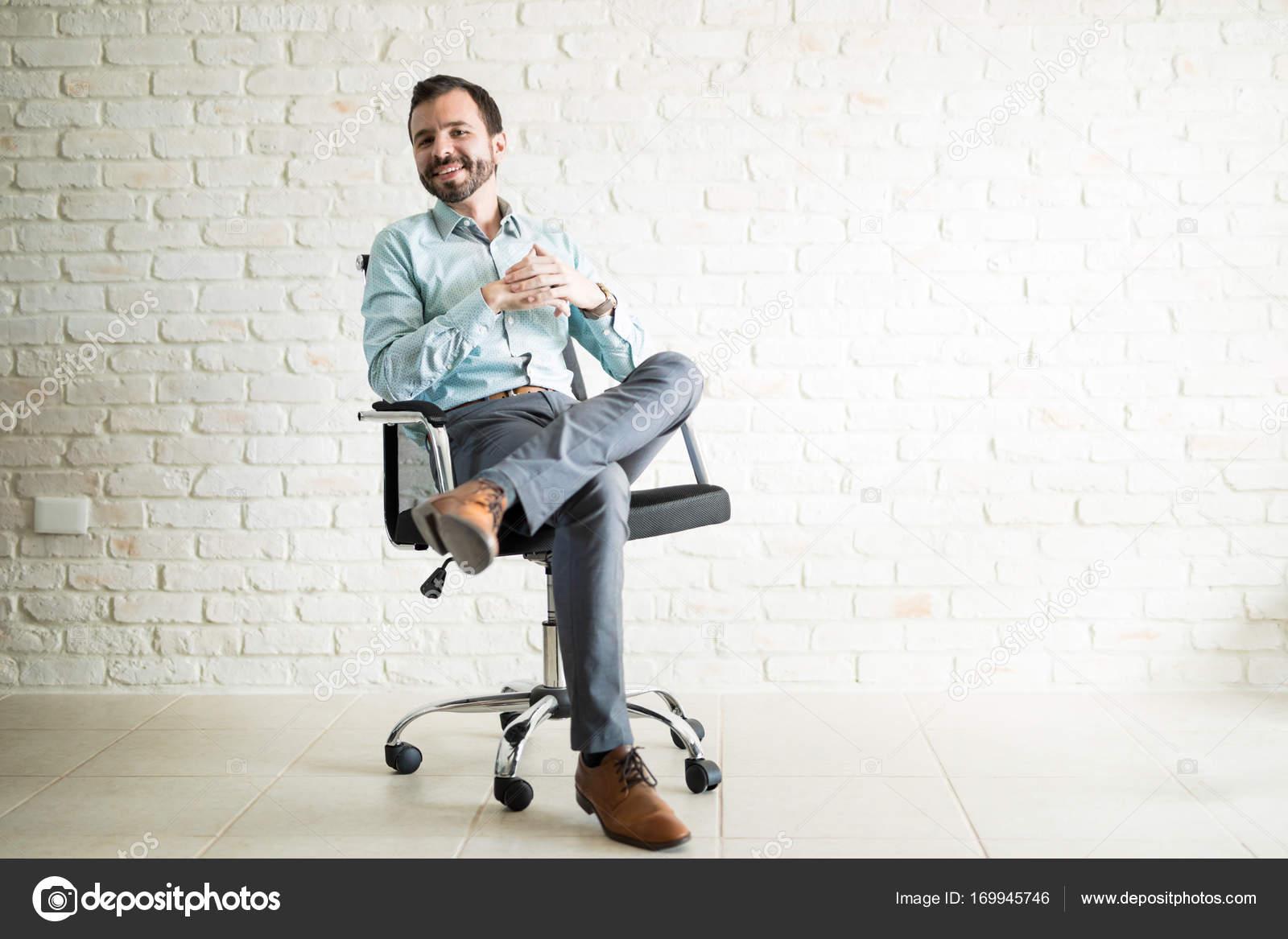 Ufficio In Latino : Libero professionista latino bello u foto stock tonodiaz