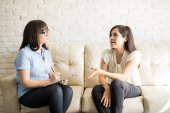 Fotografie mladá žena mluvit terapeutku