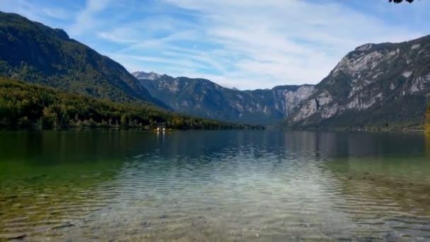 Scénické jezero Bohinj ve Slovinsku. Bohinj Valley of the Julian Alps. Horní Karniola a část Triglavského národního parku.