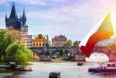 Karlův most s historickými památkami