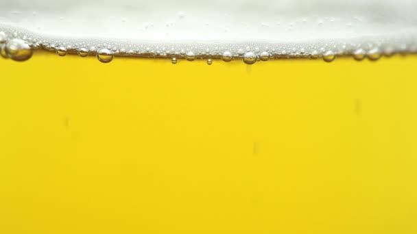 pivo ve skle zblízka