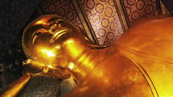 ležící buddha v wat pho