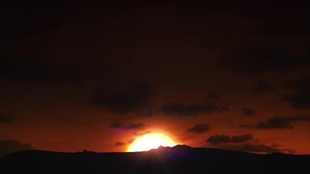 schöne Sonnenaufgangswolken
