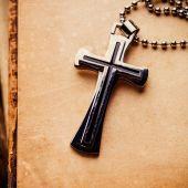 Vértes ezüst keresztény kereszt
