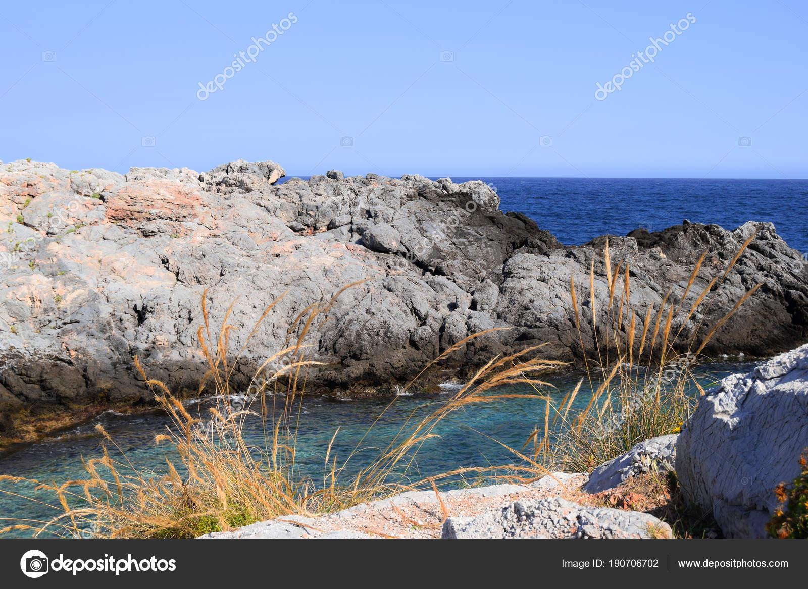 Vue Paysage Mer Avec Des Rochers Sur Plage Photographie