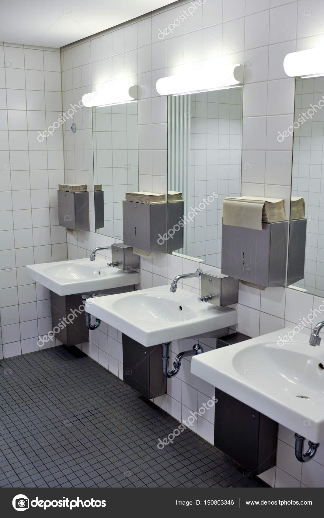 Meuble Salle De Bain Ebeniste ~ Salle Bains Public Luxe Salle Bain Propre Public Avec Diff Rents