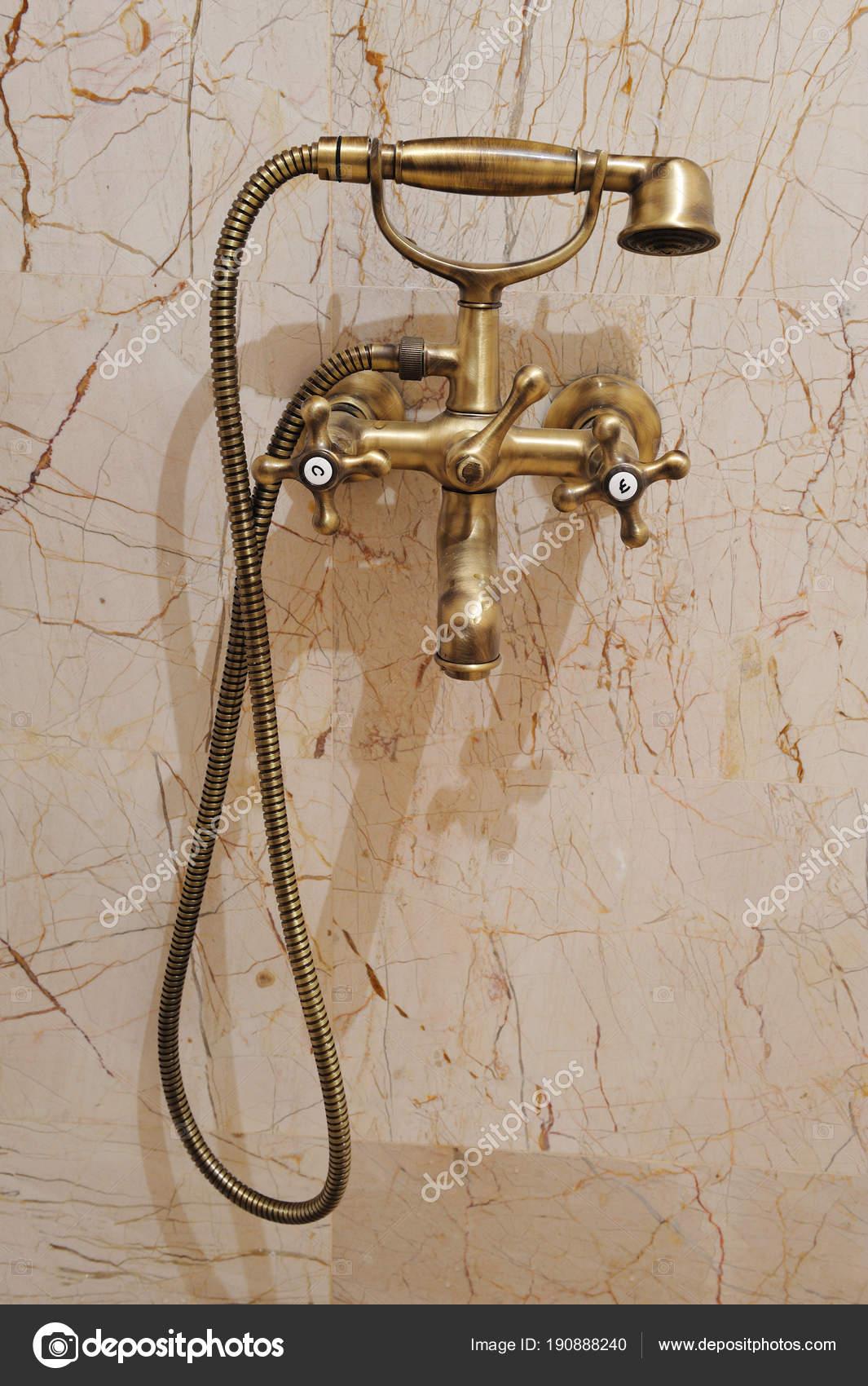 Vintage Accessoires Badezimmer Goldene Vintage Dusche Mit Goldenen ...