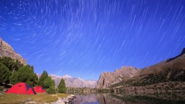 Stopy hvězd podobně jako meteority
