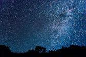 Skladby z hvězd v podobě vyblednutí čar