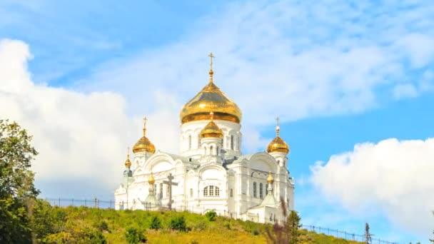 Belogorsky Klášter St. Nicholas ortodoxní misionář. Rusko, Perm území, bílá Hora. Časová prodleva. Video