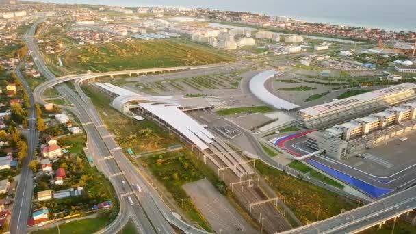 Oroszország, Sochi - 2017. szeptember 03.: Panorama Olimpiai Park Szocsi, a helyszín a 2014-es olimpia, 2018 Fifa World Cup, a forma 1-et - Szocsi Autodrome. Vasútállomás. Videó. UltraHD (4k)