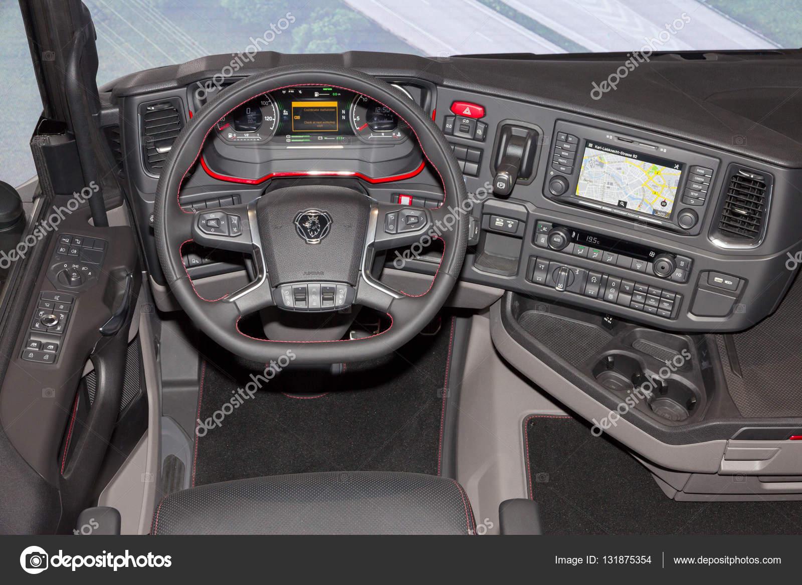 scania vrachtwagen interieur stockfoto