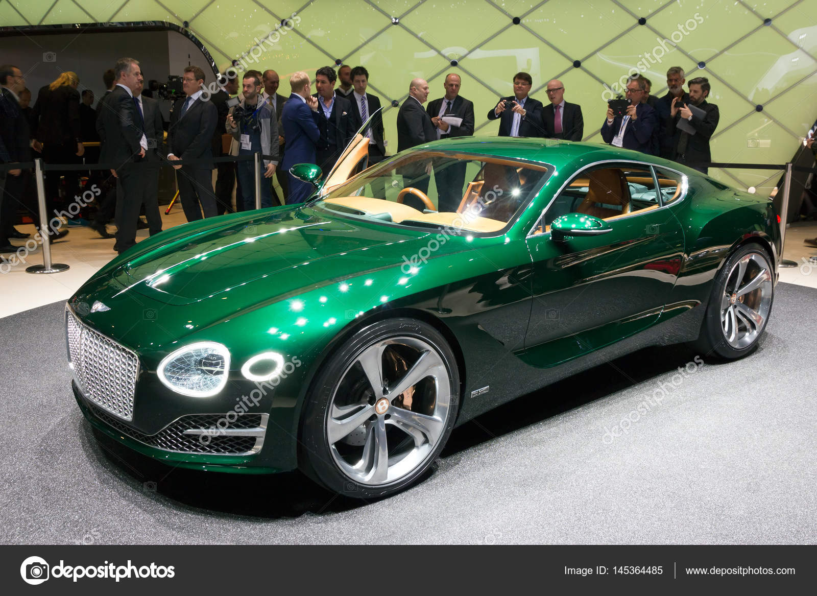Bentley Exp 10 >> Bentley Exp 10 Speed 6 Concept Stock Editorial Photo