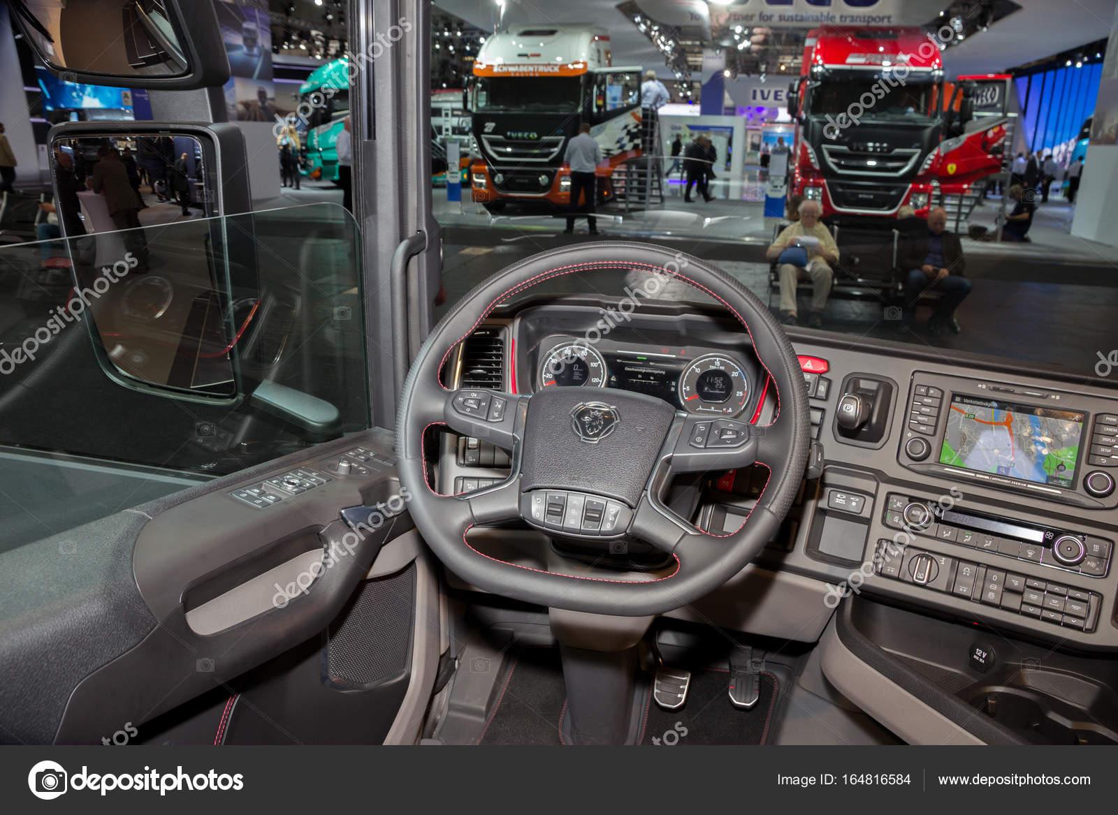 Scania vrachtwagen interieur – Redactionele stockfoto © Foto-VDW ...