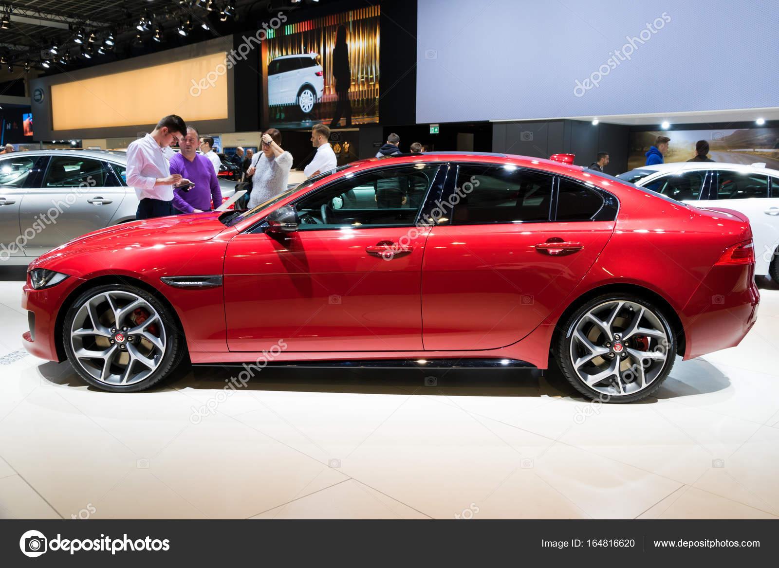 carro de jaguar xe vermelho — fotografia de stock editorial © foto