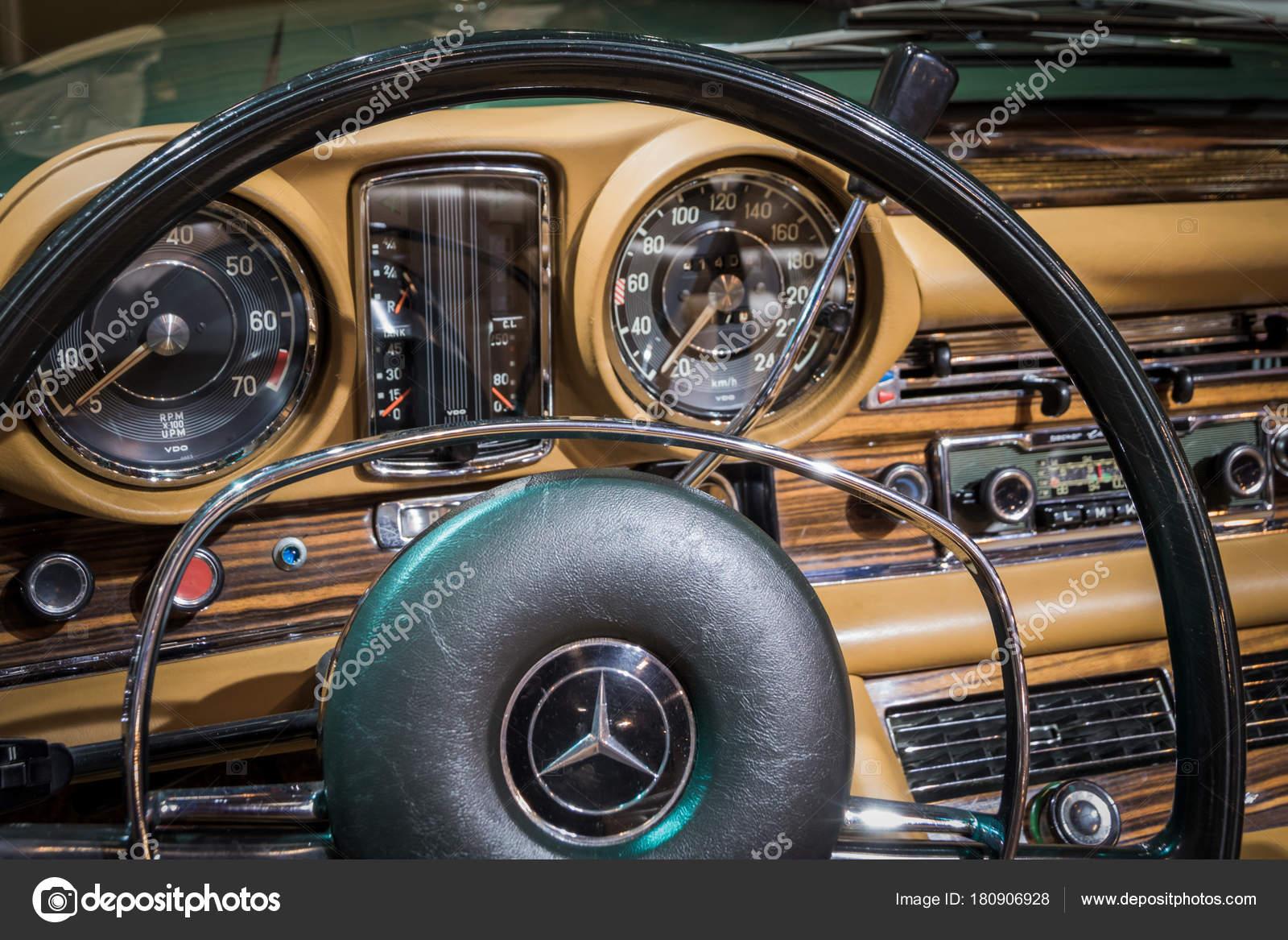 Essen Germany Apr 2017 Vintage Mercedes Benz 280 Coupe Interior Stock Photo