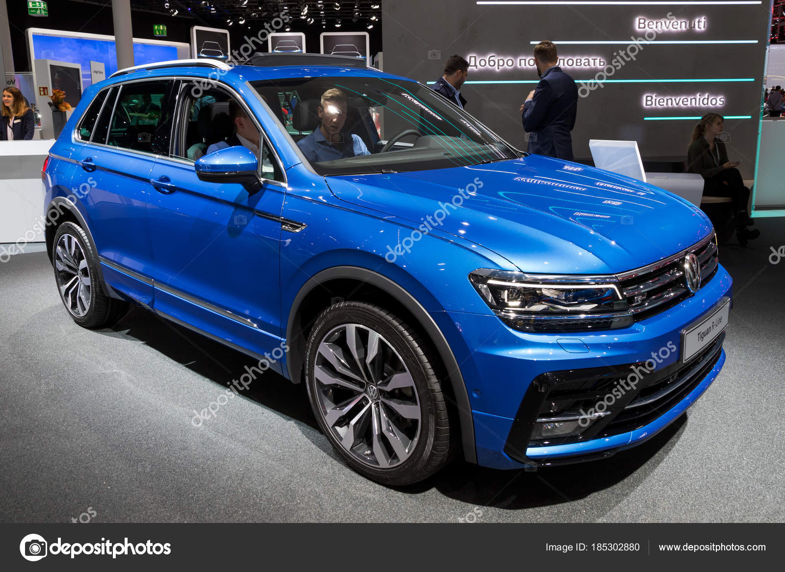 volkswagen tiguan r line auto redactionele stockfoto foto vdw 185302880. Black Bedroom Furniture Sets. Home Design Ideas
