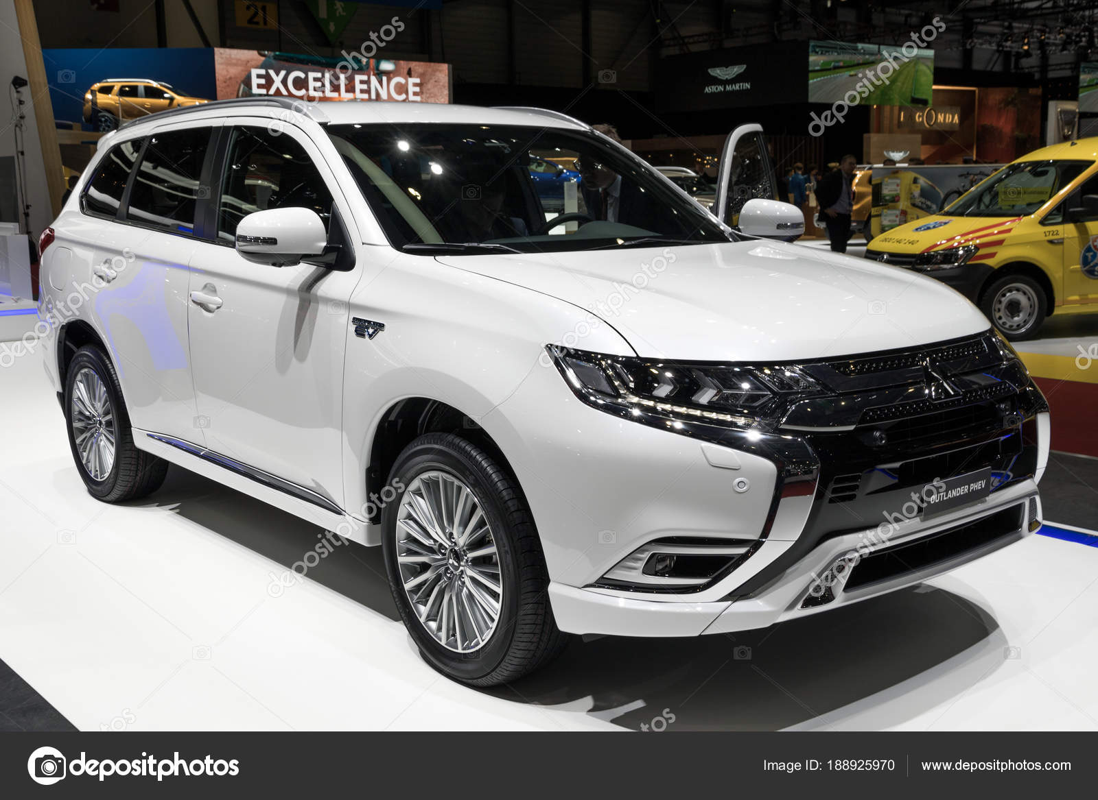 2018 mitsubishi outlander phev plug in hybrid suv carro fotografia de stock editorial foto. Black Bedroom Furniture Sets. Home Design Ideas