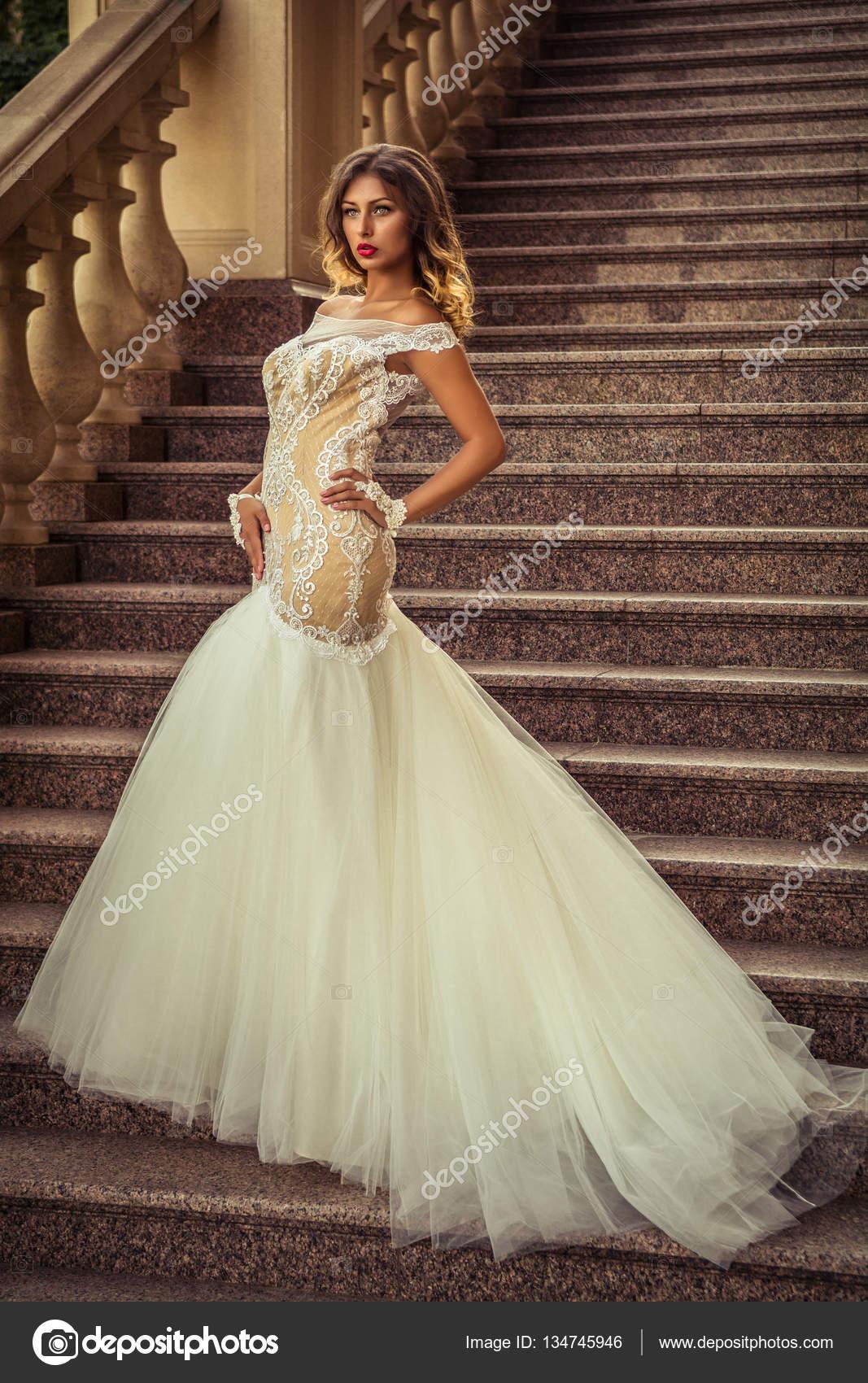 Ausgezeichnet Brautkleider Für Außerhalb Hochzeiten Galerie ...