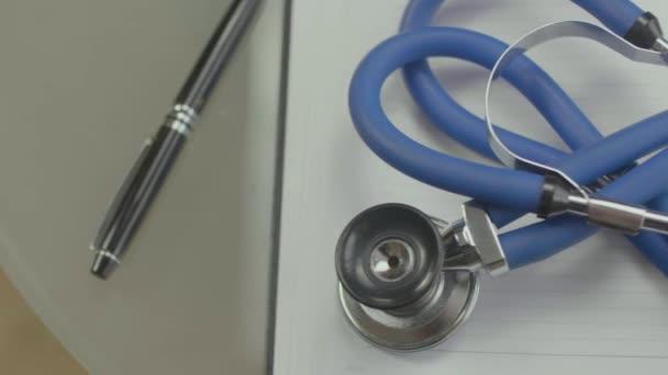stetoskop pro lékaře a zdravotnické ošetřovatelství lidi v nemocnici, léčení pacientů