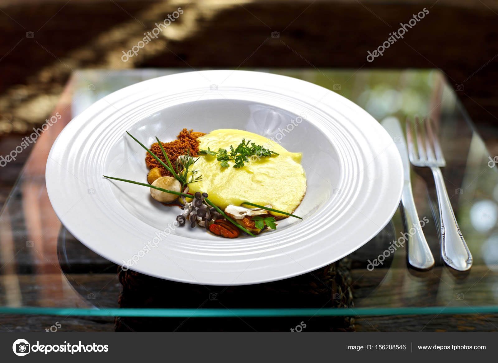 Haute cuisine in white plate stock photo rocharibeiro for Stock cuisine saint priest